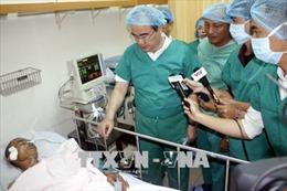 Bí thư Thành ủy Thành phố Hồ Chí Minh Nguyễn Thiện Nhân thăm các 'hiệp sỹ' bị thương