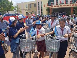 Shinhan Việt Nam đồng hành cùng học trò nghèo