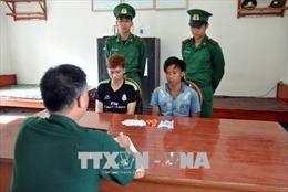 Bắt giữ 2 đối tượng vận chuyển ma túy sang biên giới