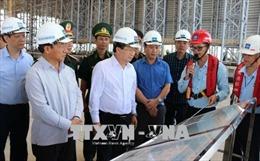 Phó Thủ tướng Trịnh Đình Dũng kiểm tra hoạt động khai thác, kinh doanh hải sản tại Hà Tĩnh