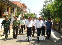 Phó Thủ tướng Thường trực Trương Hòa Bình thăm hỏi, động viên người dân vùng biển Quảng Bình
