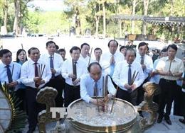 Lãnh đạo Chính phủ dâng hương tại Nghĩa trang Liệt sỹ Quốc gia Trường Sơn