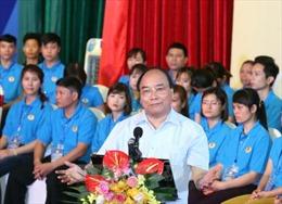 Thủ tướng đối thoại với gần 1.000 công nhân vùng Đồng bằng sông Hồng