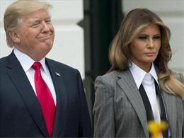 Đón Đệ nhất phu nhân xuất viện, Tổng thống Trump nhầm cả tên vợ