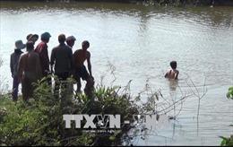 Trượt chân rơi xuống sông chảy xiết, bé trai chết đuối thương tâm