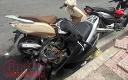 Ô tô 7 chỗ tông 3 xe máy, tài xế nhấn ga bỏ chạy bị người dân chặn bắt