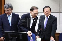 Cựu Tổng thống Hàn Quốc Lee Myung-bak ra hầu tòa