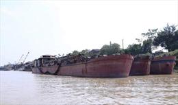 Hưng Yên bắt giữ tàu hút cát trái phép trên sông Hồng