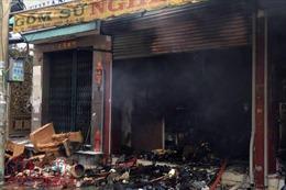 Cháy lớn cửa hàng gốm sứ, nhiều tài sản bị thiêu rụi