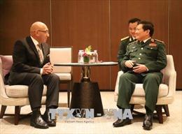 Đại tướng Ngô Xuân Lịch tiếp xúc song phương bên lề Đối thoại Shangri-La 2018