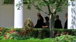 Video Chánh Văn phòng Nhà Trắng hộ tống Tướng Triều Tiên Kim Yong-chol tới Phòng Bầu dục