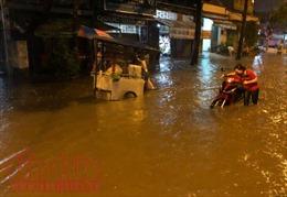 Mưa lớn, nhiều tuyến đường TP Hồ Chí Minh lại ngập sâu