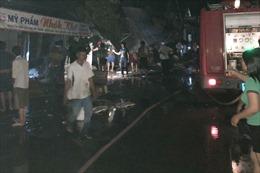 Hỏa hoạn trong đêm thiêu rụi 5 căn nhà ở thị trấn Sông Đốc