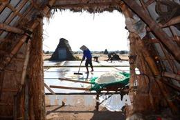 Gỡ khó cho người làm muối ở Nam Định