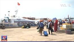 2.000 du khách mắc kẹt tại huyện đảo Lý Sơn do thời tiết xấu