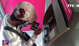 Cẩn trọng khi giao dịch tại ATM