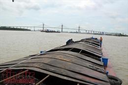Vùng Cảnh sát biển 1 tạm giữ tàu chở hơn 300 tấn than không hợp pháp