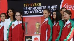 World Cup 2018: Lần đầu tiên có các cô bé nhặt bóng