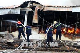 20 xe cứu hỏa nỗ lực dập lửa tại công ty may ở Phú Thọ