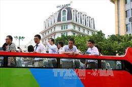 Trải nghiệm thú vị ngắm Hà Nội về đêm trên xe buýt 2 tầng