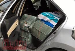 Thuê ô tô chạy Grab để buôn thuốc lá nhập lậu
