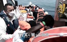 Pháp đề xuất tiếp nhận một số người di cư từ tàu Aquarius