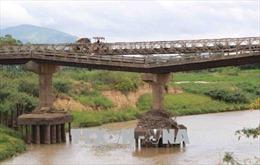 Đắk Lắk: Người dân gặp khó khi qua cầu Cư Păm