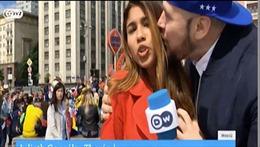 World Cup 2018: Fan sàm sỡ vòng 1, cưỡng hôn nữ phóng viên xinh đẹp