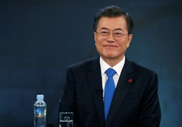Tổng thống Hàn Quốc thăm Nga, ra sân cổ vũ đội tuyển bóng đá