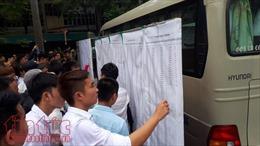Kiểm tra bút, thẻ ATM, thắt lưng của thí sinh thi tiếng Hàn đi xuất khẩu lao động