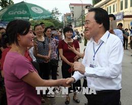 Bộ trưởng Phùng Xuân Nhạ 'thị sát' buổi thi đầu tiên kỳ thi THPT Quốc gia