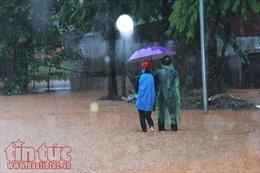 Sỹ tử Hà Giang lội mưa lũ, vượt suối tràn tới phòng thi THPT Quốc gia 2018