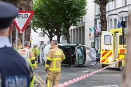 Ô tô đâm vào người đi bộ, 7 người bị thương tại Ireland
