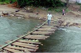 Yên Bái: Làm cầu tạm thay thế cầu treo Nậm Đông bị sập