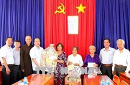 Lãnh đạo MTTQ Việt Nam thăm, tặng quà đồng bào theo Phật giáo Hòa Hảo