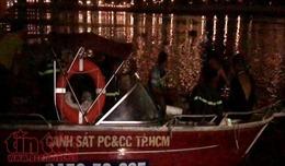 Người nhái trắng đêm lặn tìm thanh niên nhảy cầu Sài Gòn mất tích