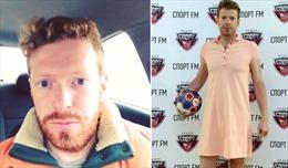 Quá sung sướng, nam phát thanh viên mặc váy màu hường đi làm sau khi Nga thắng Tây Ban Nha