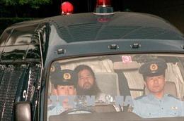 Nhật hành hình thủ lĩnh giáo phái AUM tấn công tàu điện ngầm bằng chất độc sarin