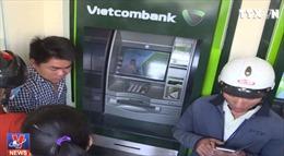 Tạm thời chưa tăng phí rút tiền ATM nội mạng