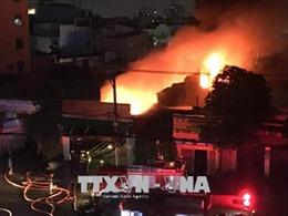 Xưởng vải ở Thành phố Hồ Chí Minh bốc cháy ngùn ngụt lúc 5h sáng