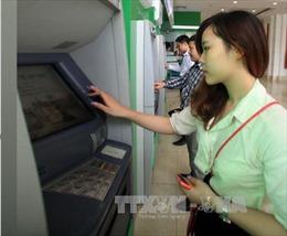 Bộ Công Thương yêu cầu 4 ngân hàng giải trình về tăng phí ATM