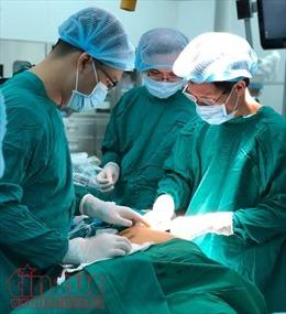 Lần đầu tiên dùng robot phẫu thuật cắt tuyến ức điều trị bệnh nhược cơ
