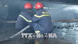 Chập điện, cháy rụi hai xưởng tái chế vải bông và gỗ