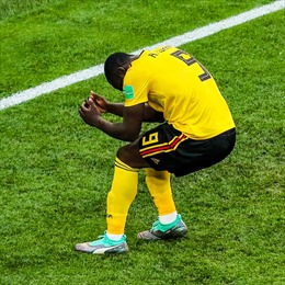World Cup 2018: CĐV 'ném đá' dữ dội khả năng khống chế bóng của Lukaku