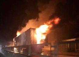 Xe container bất ngờ phát nổ, cháy ngùn ngụt khi đang lưu thông