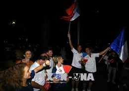 Mưa lớn không ảnh hưởng đến tinh thần cổ vũ bóng đá trận chung kết World Cup 2018