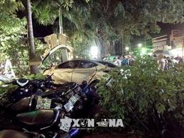 Ô tô mất lái tông vào quán cà phê làm hai nữ sinh tử vong