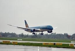 Máy bay nổ lốp khi hạ cánh tại Cảng Hàng không Vinh