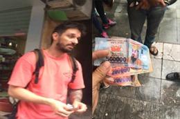 Du khách nước ngoài bị trả lại bằng tiền âm phủ khi đi xích lô tại Hà Nội?