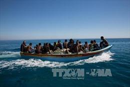 Lật tàu chở 60 người di cư ngoài khơi Guinea-Bissau